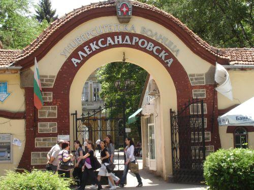 """Безплатни прегледи на сърцето в Александровска болница. България е една от водещите страни в Европа по сърдечно-съдови заболявания, показват данни на """"Евростат"""". В Европейския съюз всяка година 2 млн. души умират от кардиологични заболявания. В нашата страна всеки втори случай на смъртност при мъжете се дължи на тях, което прави 50 процента. При жените 38 на сто също си отиват от тази диагноза. Сайтът на Силвето Следвай ме - Здраве."""