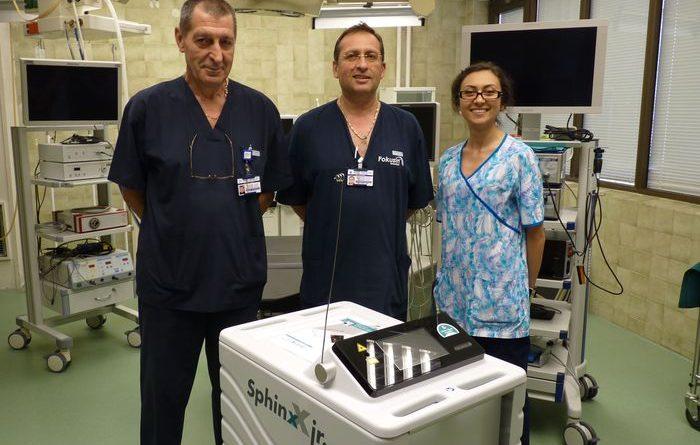 Разбиват камъни в бъбреците с модерен лазер в Бургас. Модерен лазер разбива камъни в бъбреците, той е инсталиран неотдавна в Университетската многопрофилна болница в Бургас, съобщиха от лечебното заведение. Апаратът е последно поколение холиум лазер. Следвай ме. Здраве.