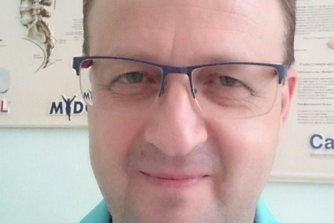 """Д-р Димитър Георгиев: Навремената артроскопия спасява увредената става. Артроскопията е съвременен миниинвазивен метод за диагностика и лечение на травматични и хронични ставни заболявания. ортопед в клиника """"Медикус Алфа"""" – Пловдив."""