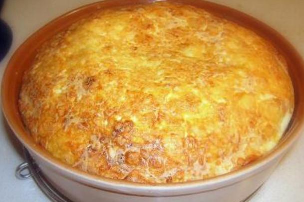 Кекс със сирене (бърза закуска). . Кексът със сирене, макар и непретенциозен и бърз, е много вкусен.