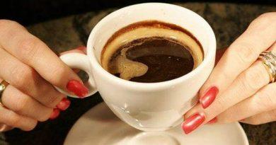 Оказва се, че кафето не само ободрява преди началото на тежък работен ден, но и удължава живота. Намалява риска от сърдечно-съдови заболявания, развитие на диабет от втори тип и дори, колкото и да е странно, развитието на някои неврологични проблеми.