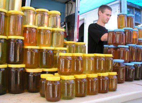 Как да различим истинския мед от подправения? Ако в късна есен или през зимата ви предлагат течен мед, той със сигурност не е истински. Следвай ме - У дома.
