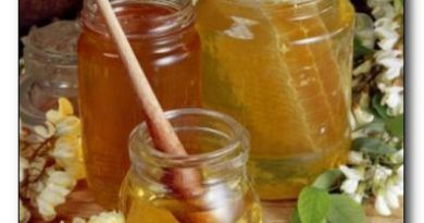Акациевият мед лекува хемороиди. Медът е известен със своите неоспорими лечебни свойства. Различните видове обаче имат отношение към различни заболявания. Акациевият, например е с доказан добър ефект при хемороиди и възпалени места по кожата, както и за бързото зарастване на рани. Освен това той се препоръчва при катарални състояния на дихателните пътища, кашлица, за по-леснно отхрачване, както и като добавка към очистителни средства и клизми. Актациевият мед е от видовете, които нямат противопоказания. Следвай ме - Здраве