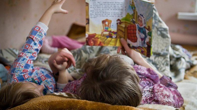 Как да развием детската памет? Паметта е основен фактор за развитието на познавателната сфера на детето. Затова трябва да й се отделя особено внимание. Според възрастта си то запомня лицето на своята баба, думи, цветове, имена на другарчетата от детската градина, стихотворенията, които му се четат. Следва азбуката, таблицата за умножение и далече по-сложни неща. Наред с тези така необходими познания за живота, то не забравя и някои приятни и неприятните неща, които са оказали силна емоция в живота му. Сайтът на Силвето. Следвай ме - У дома.