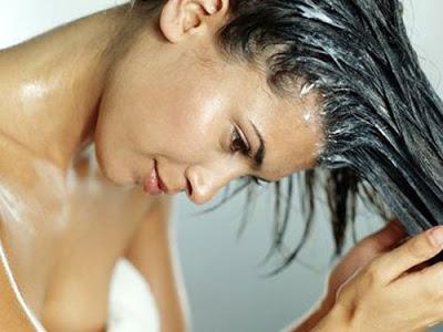 Косопад през есента. Как да се спасим от него? Косата, дори най-здравата, също усеща есента. Този сезон се характеризира с косопад в по-голяма или по-малка степен. Той може да бъде предотвратен и без скъпи козметични препарати, а само с няколко народни рецепти, използвани от векове с голям успех. Следвай ме - Стил