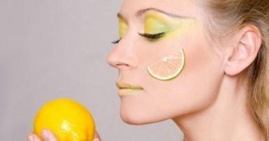 ри идеи как да ползваме лимона за красота. Лимонът е не само източник на витамин С за добро здраве, но е и отлично средство за поддържане на красотата на кожата, косите и ноктите. Почиства лицето благодарение на киселината и ефирните масла, които също имат очистващи свойства. Сайтът на Силвето. Следвай ме - Стил.