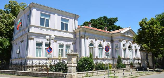 """Международен семинар за религията в училище започна в Русе. Международен семинар на тема """"Преподаването на Религия в средните училища и прицърковните школи: цели, методика и резултати"""" започна от днес в Русе. Форумът, който се организира се организира от Русенска митрополия и Центъра за образователни инициативи """"Двери"""", и се финансира от фондация """"Комунитас"""", ще продължи до 5 октомври. Следвайме - Вяра."""