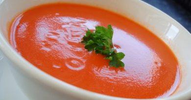 Доматена супа с грис. През есента вече не можем да се радваме на вкусни домати, но от последната реколта можем да приготвим редица приятни неща за хапване, запазили вкуса на лятото. Едно от тях е супата домати и грис. Приготвя се лесно и бързо. Продукти: домати – ½ кг, грис – 1 кафена чаша, олио (зехтин) – 2 – 3 супени лъжици, магданоз – 1 малка връзка или ½ голяма, черен пипер и сол – на вкус, вода – 1 литър (при необходимост може да се добави повече). Следвеай ме - Гурме