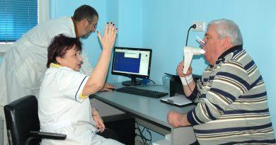 """България е сред водещите страни в Европа по хронична обструктивна белодробна болест (ХОББ). Таз диагноза е сред най-разпространените хронични заболявания при хората над 45 години и една от водещите причини за смъртност. Въпреки това, болестта често остава неразпозната и хората приемат първоначалните симптоми (напр. т.нар. """"пушаческа кашлица"""") за нормални. По данни на СЗО около 10% от населението на планетата страда от това заболяване. Следвай ме - Здраве."""