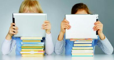 Таблетите разклащат психическата устойчивост на децата. Деца в училищна възраст престояват средно по 6-5 часа пред компютъра, телевизора, таблета и мобилния телефон. Малчуганите в доучилищна възраст са пред екраните средно по 4,5 часа, показва международно проучване. Оказва се облаче, че електронните устройства удрят не само физическото им здраве, като например увреждане на зрението, но разклащатн и психическата им устойчивост и гъвкавост. Тези два компонента са от изключително значение за формирането и развитието на личността. Следвай ме - У дома