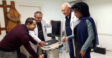 """Нов 4D ехограф за фетална морфология получи Отделението по гинекология на Универстетската многопрофилна болница в Бургас. Апаратът бе доставен по проект """"Подобрено качество на пренаталната диагностика и неонаталните грижи"""" по програма БГ 07 """"Инициативи за обществено здраве"""", осъществявана с финансовата подкрепа на Норвежкия финансов механизъм и Финансовия механизъм на европейското икономическо пространство."""