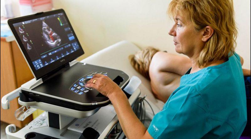 """Правят 4D диагностика на сърцето в УМБАЛ """"Св. Марина""""-Варна. Клиниката по кардиохирургия в УМБАЛ """"Св. Марина"""" във Варна вече разполага с най-модерната в света ехокардиографска апаратура, предоставена от Медицинския университет. С новата техника в ехокардиографската лаборатория се определят максимално прецизно промените в сърдечния мускул, като се представя 4D визуализация на структурата на сърцето и на клапния апарат. Следвай ме - Здраве"""