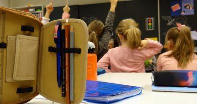 Поредна промяна за прием на децата в първи клас ще влезе в сила още от тази календарна година. Водещ фактор ще бъде близостта на училището до дома на детето и уседналостта, за тях точки няма да се дават. Следвай ме - Общество