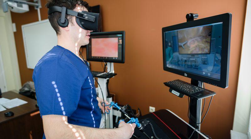 """Студенти по медицина """"оперират"""" с 3D очила. Следвай ме - Здраве"""