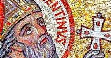 За живота на св. Валентин се знае малко, но макар и оскъдните сведеия за него потвърждават, че той е човекът, застанал на страната на любовта. Накратко, Валентин е живял в ІІІ век в пределите на Римската империя по време на управлението на император Клавдий ІІ. Заради нежеланието на мъжете да изоставят семействата си и да се включат в армията, владетелят забранил бракосъчетанията с декрет. Независимо, че нарушаването му се наказвало със смърт, свещеникът Валентин заедно с помощника си Мариус (впоследствие също канонизиран) продължил да бракосъчетава влюбените двойки, но тайно. Следвай ме - Вяра