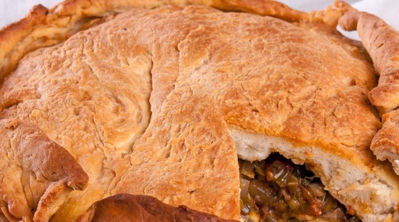 Тутманик по врачански (постен). Във Врачанско го наричат тутманик по врачански, в Монтанско – лучник или зелник, според плънката, с която е приготвен. Вариантите за това ястие са с праз лук, с прясно зеле и дори с картофи. Следвай ме - Гурме