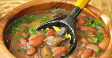 Тосканска гъбена супа с боб . Тосканската кухня, макар и италианска, в доста отношения си прилича с българската – най-вече с широко застъпения в нея боб и чесън. Следвай ме - Гурме