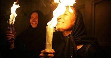 Вярващи твърдят, че благодатния огън не изгаря в първите минути. Следвай ме - Вяра