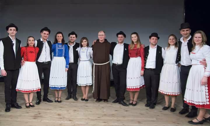 """Младата танцова формация """"Фалмис"""" ще зарадва столичани с концерт на открито в събота (19 май) на терасата на католическа енория """"Свети Йосиф"""" в София. Началото е 19.00 часа. Следвай ме - Култура"""