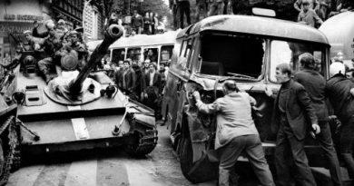 Пражката пролет разказана във фотоизложба. Половин век от събитията на 21 август 1968 година. Следвай ме - Общество