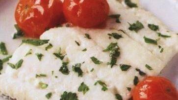 Бяла риба, запечена във вино. Тя съдържа така полезните за организма омега-3 мастните киселини – необходим компонент за здравето на нервната система. Следвай ме - Гурме