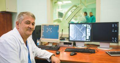 """За поставянето на стент решава екип от специалисти. От: Проф. д-р Св. Георгиев, интервенционален кардиолог в УМБАЛ """"Св. Марина"""" във Варна. Следвай ме - Здраве"""