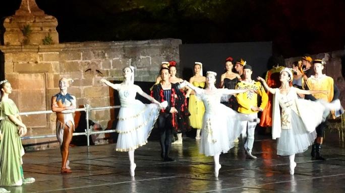 """Видин става открита оперна и балетна сцена. В рамките на три дни, от 3 до 6 август на специална сцена на площад """"Бдинци"""" и трибуни за 1000 посетители, ще бъдат показани представления на Русенската и Старозагорската опера, съвместно с Видинската симфониета. Следвай ме - Култура"""