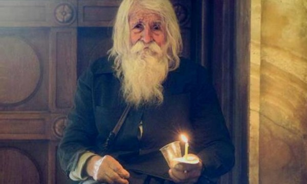 """Общественици събират средства за паметник на дядо Добри от село Байлово. Идеята на инициаторите е той да бъде вдигнат в близост до патриаршеската катедрала """"Св. Александър Невски"""", на която старецът беше дългогодишен дарител със средствата, които изпростване като милостиня. Следвай ме - Вяра"""