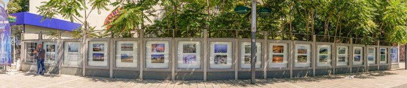 Знакови места в Бургас са събрани и показани във фотоизложба на открито. Фотосите са дело на бургаски фотографи, експозицията е при Часовника. Следвай ме - Култура