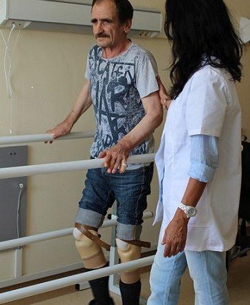 В Бургас помагат на хора с ампутирани крайници да проходят отново. Първият в страната Център за специализирано протезиране и рехабилитация е резултат от съвместните усилия на болницата, общината и неправителствена организация. Следвай ме - Здраве