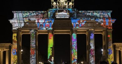 Българско студио ще рисува със светлинни ефекти върху Берлинската стена. Светлинното шоу ще бъде от 5 до 14 октомври. По това време централната част на Берлин ще бъде преобразена от 150 3D mapping продукции, а три от най-емблематичните сгради в града ще бъдат трансформирани именно от българи, Следвай ме - Общество