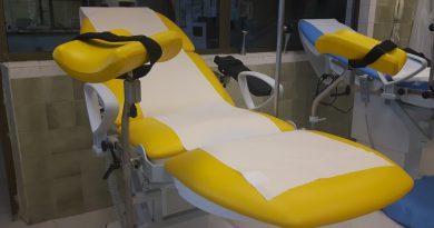 Родилните зали на Университетскат болница в Бургас вече посрещат бъдещите майки с изцяло подменени легла. Те са електрически, олекотени, мобилни и много по-удобни за родилките и персонала. Следвай ме - Здраве