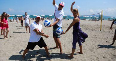 """Варна ще бъде домакин на първия по рода си нощен турнир по плажен волейбол. Това съобщиха от общината - организатор на събитието, което се осъществява с подкрепата на фирма """"Нестле"""" и е частот нейната инициатива за балансирано хранене и активен начин на живот – Нестле за Живей Активно! и """"ЕКОПАК – България"""". Следвай ме - Общество"""