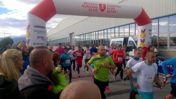 204 бегачи от 51 отбора се включват в най-голямото фирмено състезание - LIEBHERR Business Run Plovdiv, което ще се проведе за втори път край Пловдив. Състезателите - аматьори са от над 30 мултинационални компании от цялата страна. Следвай ме - Общество