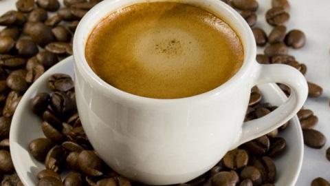 Кафето, особено шварц, е изключително полезно за черния дроб, ако се приемат по две до три чашки дневно. Благоприятен ефект има и еспресото, но когато е минало през филтър, концентрацията на антиоксиданти е по-висока, а те спират възпаленията на черния дроб, намаляват опасността от фиброза и дори мога да снижат значително честотата на формиране на първичен черодробен рак. Следвай ме - Здраве