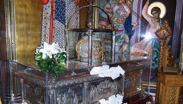 Свети Димитър, който честваме днес, на 26 октомври, е роден през III век в Солун, в семейство на тайни християни въпреки гоненията. Баща му бил градоначалник и дълго време със съпругата си нямали деца. Димитър бил роден след усърдни молитви. Следвай ме - Вяра