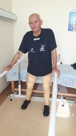 Мъж без крака проходи след 10 години в количка Помогнаха му в Центъра за специализирано протезиране и рехабилитация в УМБАЛ Бургас. Следвай ме - Здраве