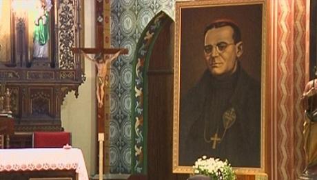 На 16 ноември се навършват 118 години от рождението на католическият епископ Евгений Босилков, загинал за вярата в резултат на комунистическите репресии през 1952 година. Заедно с него са осъдени и погубени свещениците Камен Вичев, Йосафат Джиджов и Павел Шишков. Те, както и епископ Босилков бяха канонизирани от папа Йоан Павел Втори на 15 март 1998 година. Следвай ме - Вяра