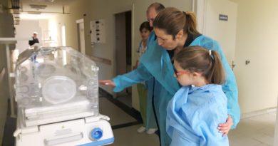 Семейство подари кувьоз на болницата в Бургас Поводът е 20-я рожден ден на сина им. Следвай ме - Здраве