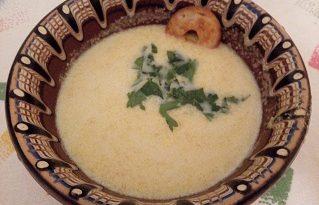 Крем супа от тиква с джинджифил. През зимата тиква е широко застъпена на трапезата ни като десерт – печена, варена, в баница. Тя обаче е от растенията, които само с няколко щипки сол може да се превърне в супа или второ ястие. Следвай ме - Гурме