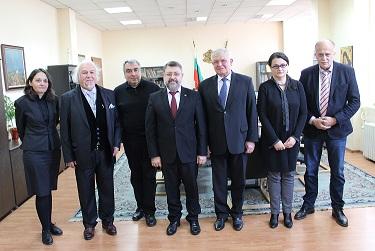 Министърът на здравеопазването Кирил Ананиев отправи молба към представителите на религиозните общности в България за подкрепа и насърчаване на донорството на органи при настъпила мозъчна смърт, за да могат хората, чакащи за трансплантация, да получат шанс за живот. Следвай ме - Здраве