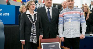 """Наградата """"Сахаров"""" за свобода на мисълта за 2018 г. беше присъдена на Украинския филмов режисьор Олег Сенцов в Страсбург в сряда. Следвай ме - Общество"""