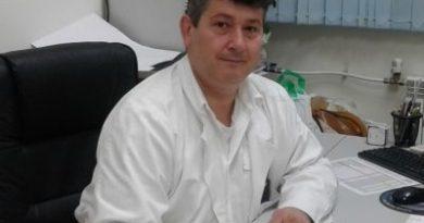 """Един от най-известните специалисти по лицево-челюстна хирургия в страната стана част от екипа на Университетската многопрофилна болница за активно лечение в Бургас, съобщиха от там. Това е д-р Константин Димов, завеждащ отделението по лицево-челюстна хирургия в """"Пирогов"""" и член на EACMFS- Европейска асоциация на лицево-челюстните хирурзи. Следвай ме - Здраве"""