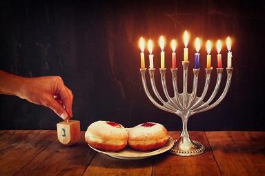Ханука - еврейският празник на светлината. Ханука (иврит:חנוכה) е един от осовните еврейски празници, този на светлината, празнува се от II век пр. н.е. Датата му се променя. Следвай ме - Вяра