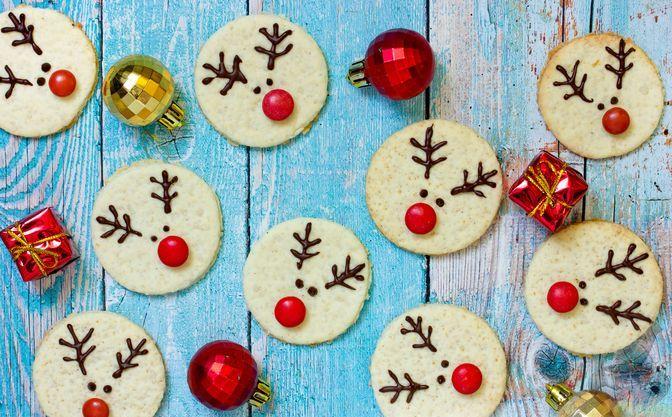 """Сладки """"Новогодишни елени""""""""Следвай ме"""" ви предлага сладките """"Новогодишни елени"""", които създават добро настроение по време на зимните празници. Те се правят сравнително лесно и направата им дори е интересна. Следвай ме - Гурме"""