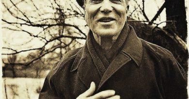 """Борис Пастернак: """"Да си прочут е некрасиво"""" ... Борис Леонидович Пастернак е известен на Запад повече с трагичния си роман за Съветска Русия """"Доктор Живаго"""". В Русия е по-известен като поет. Неговата стихосбирка """"Сестра моя жизнь"""" (1917 г.) се смята за емблема на изящната словестност, публикувана на руски език през XX век. Следвай ме - Култура"""