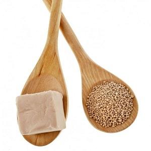 Маска, в която основният компонент е кефирът чисти и храни кожата. Освен това, тя я заглажда и овлажнява. Този продукт е евтин, тъй като вече и в България мнозина си приготвят млечната напитка от кефирена гъба.  Следвай ме - Стил