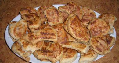Крофли с джумерки (пръжки) е автентична тестена закуска от кухнята на банатските българи. Не само в танците и народните носии, но и в ястията те се отличават със спецификата си, което съвсем не е за сметка на вкуса, напротив. Следвай ме - Гурме