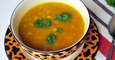 Супата от тиква със зеленчуци е прекрасен вариант за обяд или за лека вечеря. През зимата, когато пресните плодове и зеленчуци се отглеждат в оранжерии, тиквата набавя така полезните за организма витамини от група В (В1, В2, PP) и витамин Е. Следвай ме - Гурме