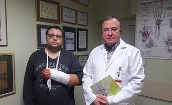"""Спасиха ръка с уникална операция в """"Пирогов"""" Този тип интервенция на гревнена става се практикува за пръв път в Югоизточна Европа. Следвай ме - Здраве"""
